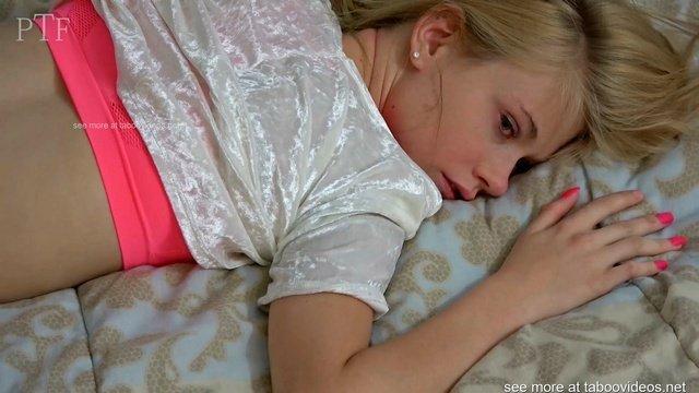 Девушка хотела трахнуть негра, но её парень помешал и трахнул её сам
