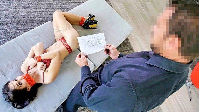 Мужик не смог выплатить долг и отправил жену отрабатывать своим телом