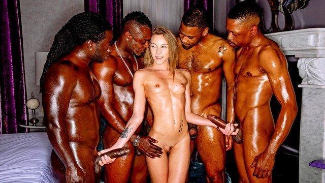 Студентка, комсомолка, спортсменка и 4 черных члена