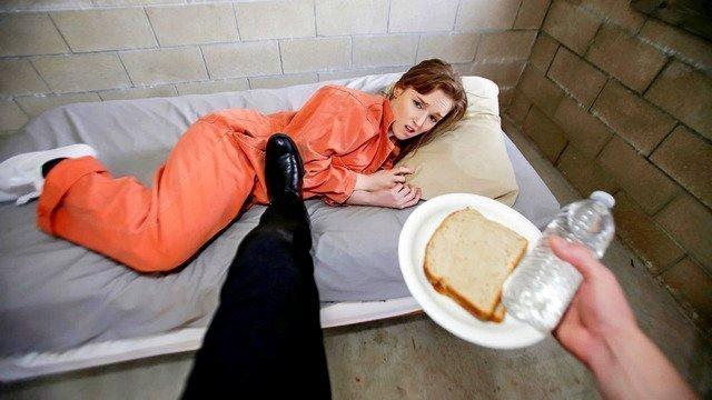 Охранник тюрьмы завладел телом ненасытной Анны