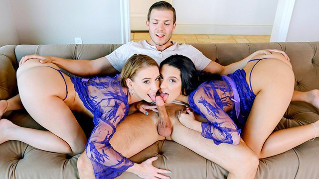 Смотреть анальный секс с двумя сисястыми красотками
