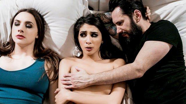 Мужик трахает проститутку пока его жена в коме