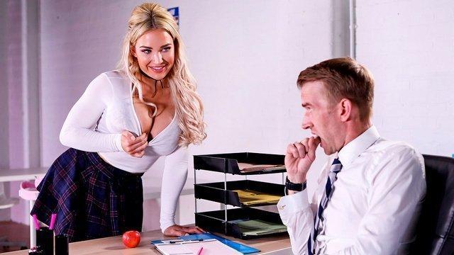 Порно с грудастой студенткой смотреть