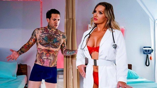Робот медсестра с сексуальной программой трахается с пациентом